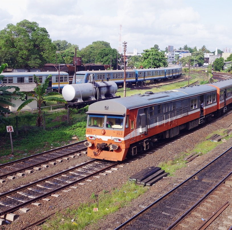 Train passing in Colombo